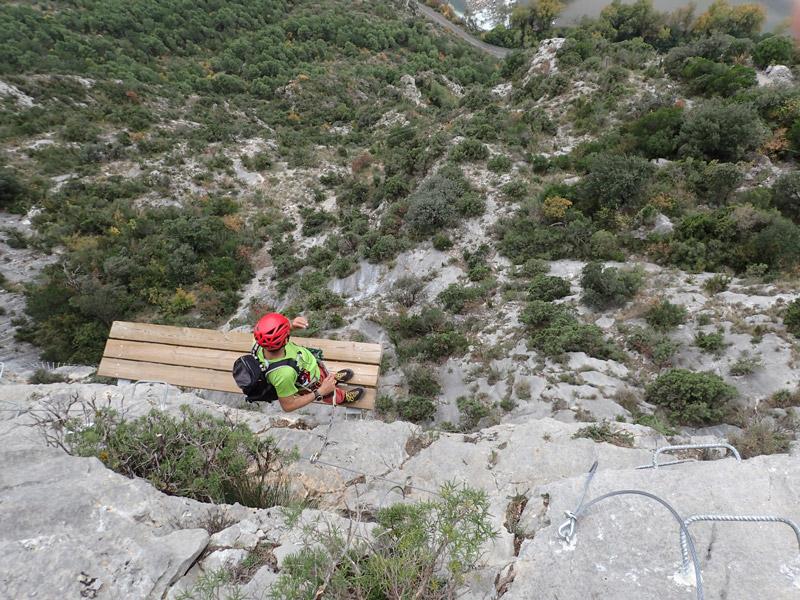 guía de montaña para vía ferrata